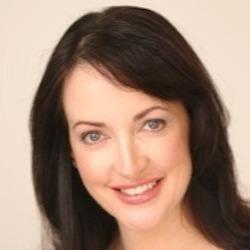 Mai Davies headshot
