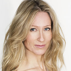 Angela Dixon headshot